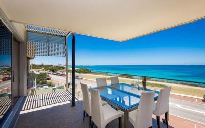 Marine Parade Luxury Beach House II - outdoor area - holiday accommodation rentals for short and long stays in Perth