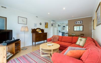 Claremont Studio Apartment  - Living area - holiday accommodation rentals for short  term stays in Perth