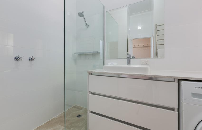Cottesloe Bel-Air Apartment - Bathroom - holiday accommodation rentals for short term stays in Perth
