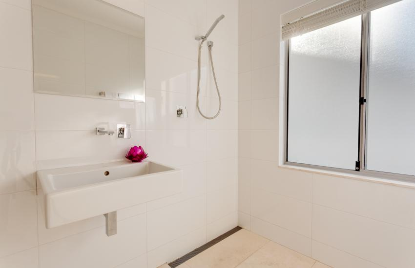 Cottesloe Contemporary Villa - Bathroom - holiday accommodation rentals for short  term stays in Perth