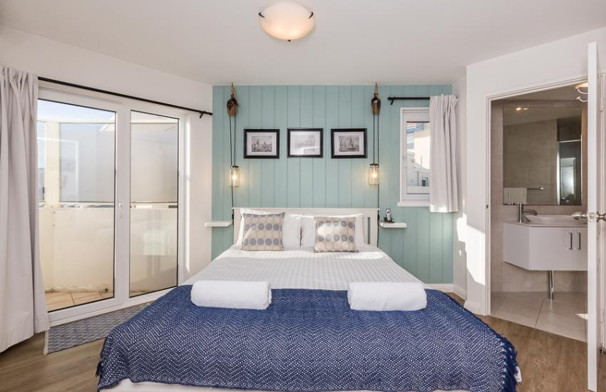 Cottesloe Blue Apartment - Bedroom- holiday accommodation rentals for short term stays in Perth