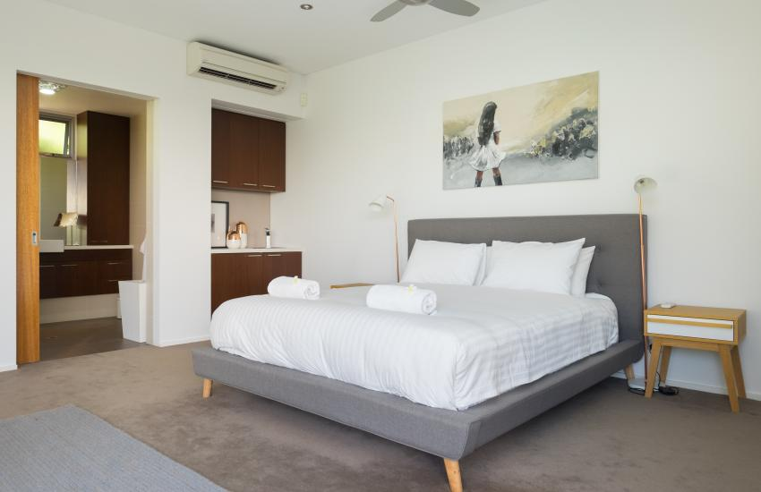 Cottesloe Luxury Villa- Master bedroom- Short stay holiday accommodation rentals