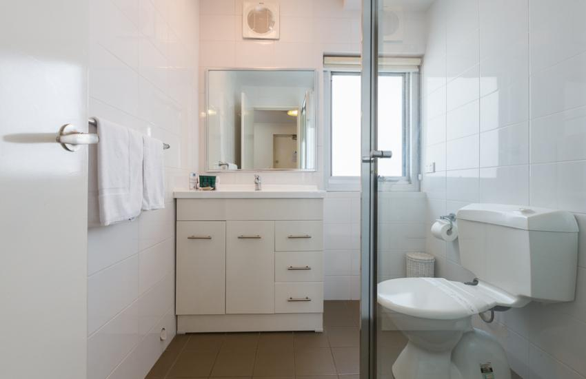 Golden Sands Beach Apartment - Bathroom - holiday accommodation rentals for short  term stays in Perth