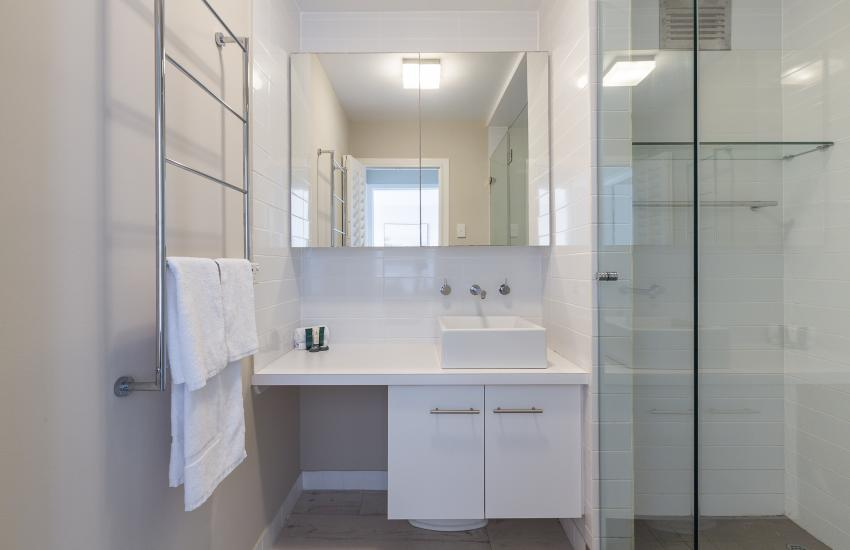Cottesloe Azura Apartment - Bathroom - Short Term Accommodation Holiday Apartment Perth Western Australia