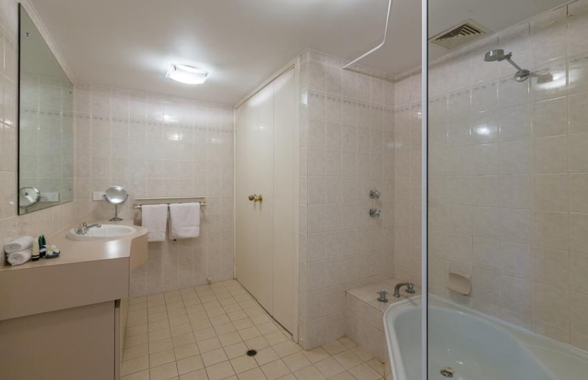 The Cove Beach Apartment - Bathroom - Cottesloe Short Stay Accommodation