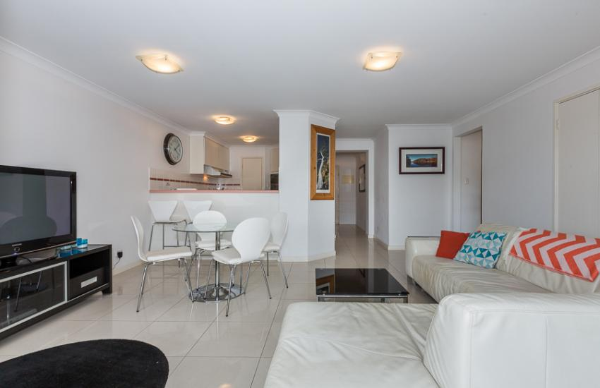 The Cove Beach Apartment - Open Plan - Cottesloe Short Stay Accommodation