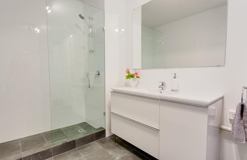 Inmode Claremont Apartment- bathroom- holiday accommodation rentals for short term stays in Perth