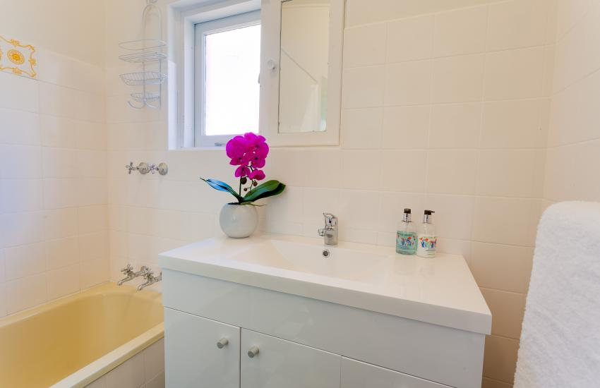 Cottesloe Sunnyside Cottage - Bathroom - holiday accommodation rentals for short term stays in Perth