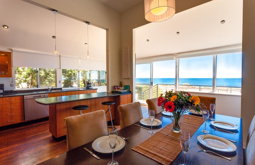 Cottesloe Beach House I - Dining Area - holiday accommodation rentals for short term stays in Perth