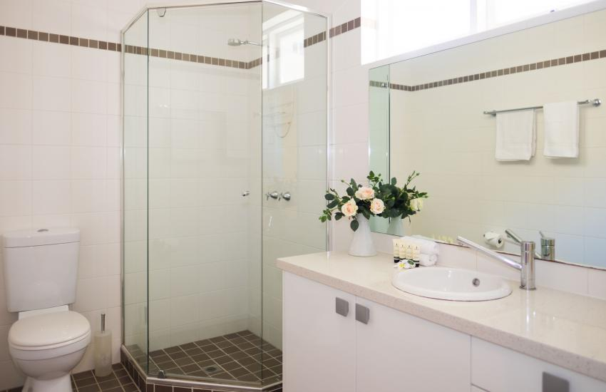 Inner Western Suburbs Retreat - Bathroom - holiday accommodation rentals for short  term stays in Perth