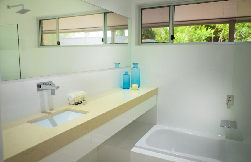 The Classic Australian Family House - Bathroom - holiday accommodation rentals for short term stays in Perth