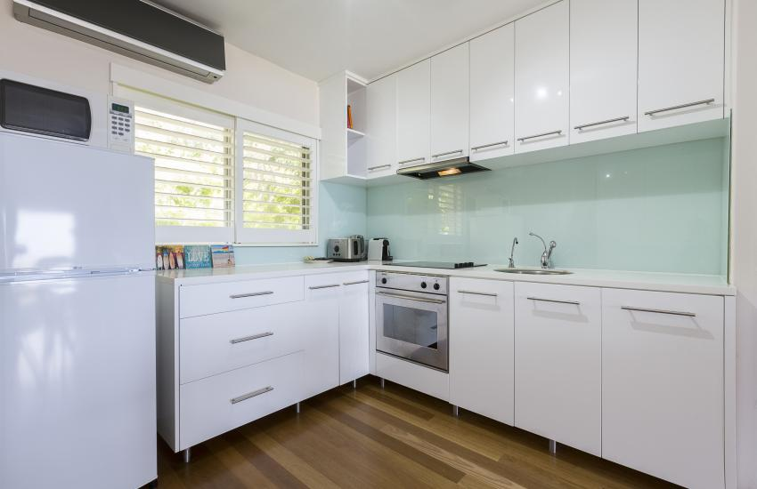 Cottesloe Sakura Blue Apartment - Kitchen - holiday accommodation rentals for short term stays in Perth