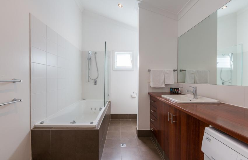 North Cottesloe Cottage - Bathroom - holiday accommodation rentals for short term stays in Perth