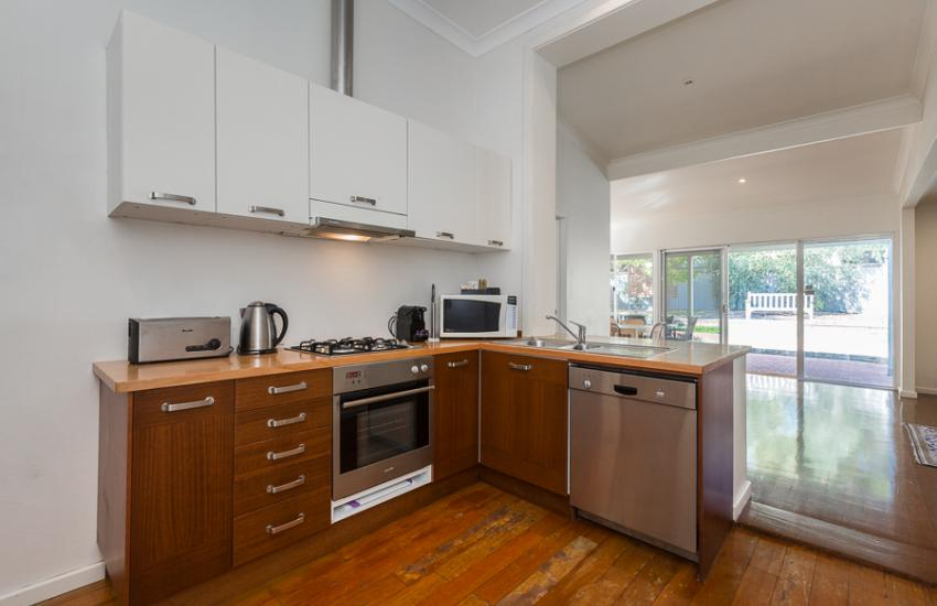 North Cottesloe Cottage - Kitchen - holiday accommodation rentals for short term stays in Perth