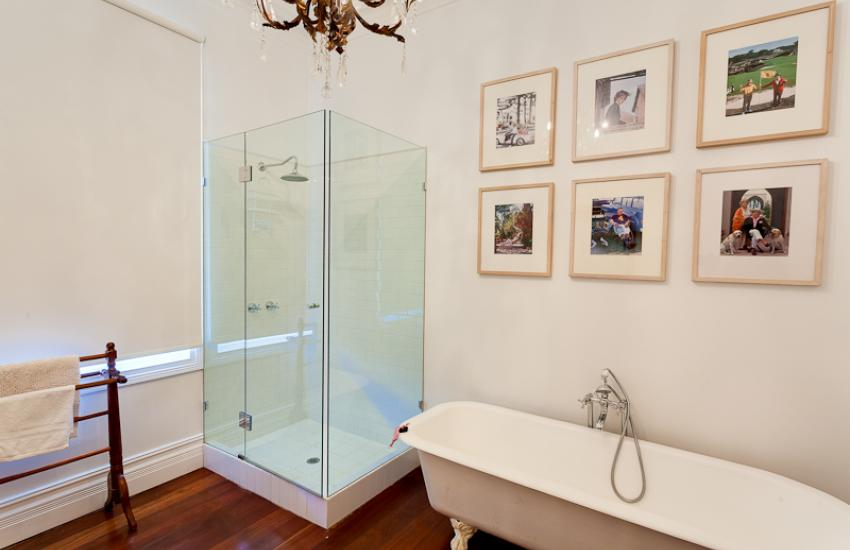 Strickland Park Family House - Bathroom - holiday accommodation rentals for short term stays in Perth