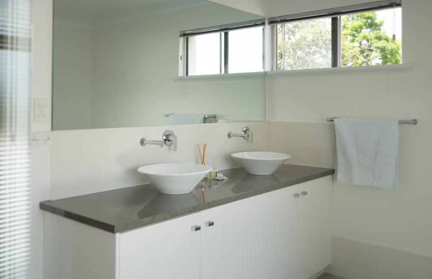 The Kinninmont House, Nedlands - Bathroom - Corporate Accommodation in Perth Western Australia