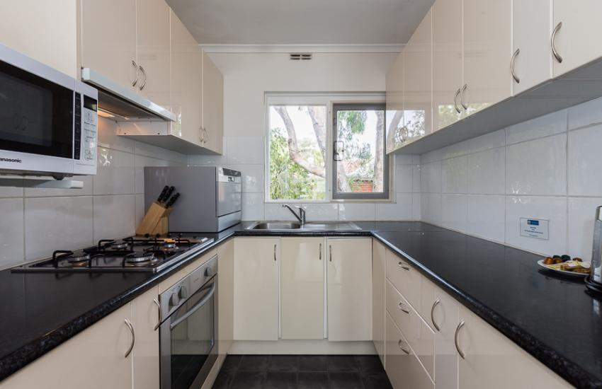 Claremont Apartment Number 6 - Kitchen - Perth Short Term Accommodation