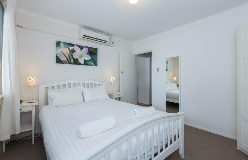Claremont Apartment Number 6 - Master - Perth Short Term Accommodation