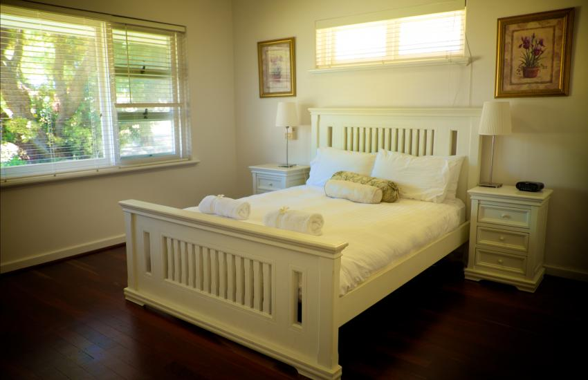 Cottesloe Californian Bungalow - Bedroom - holiday accommodation rentals for short term stays in Perth