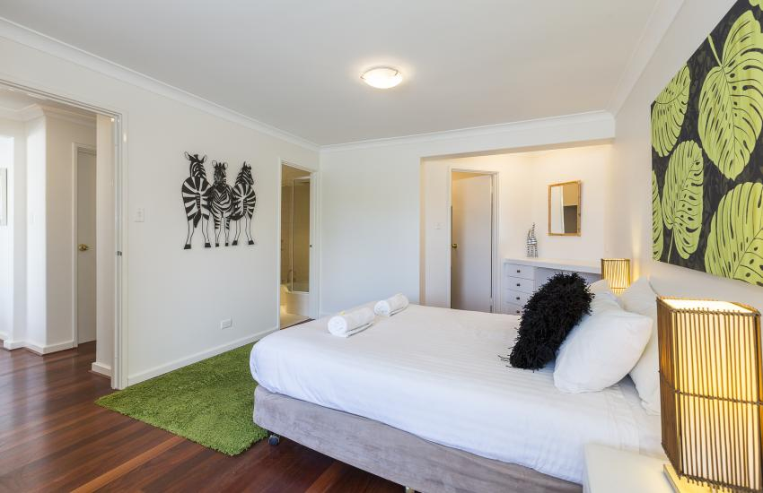 Cottesloe Seaview Apartment - Bedroom - holiday accommodation rentals for short  term stays in Perth
