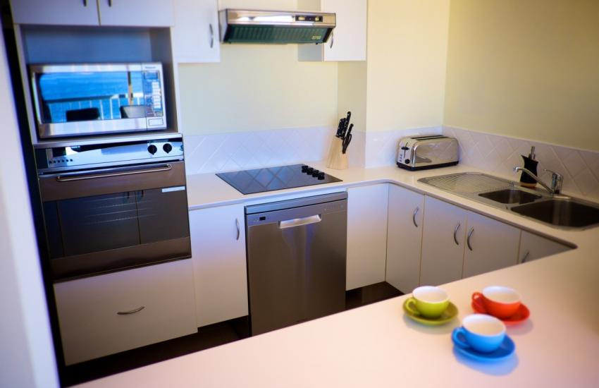 Skyview Claremont Apartment - Kitchen - holiday accommodation rentals for short term stays in Perth