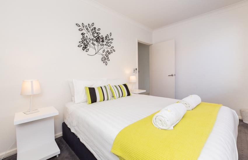 Cottesloe Beach House II - Bedroom - holiday accommodation rentals for short term stays in Perth
