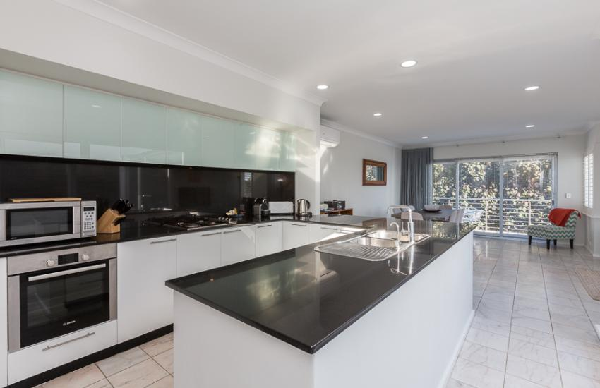 Cottesloe Beach House II - Kitchen - holiday accommodation rentals for short term stays in Perth