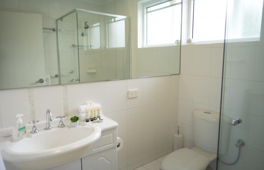 Cottesloe Waters Apartment 9 - Bathroom - holiday accommodation rentals for short term stays in Perth