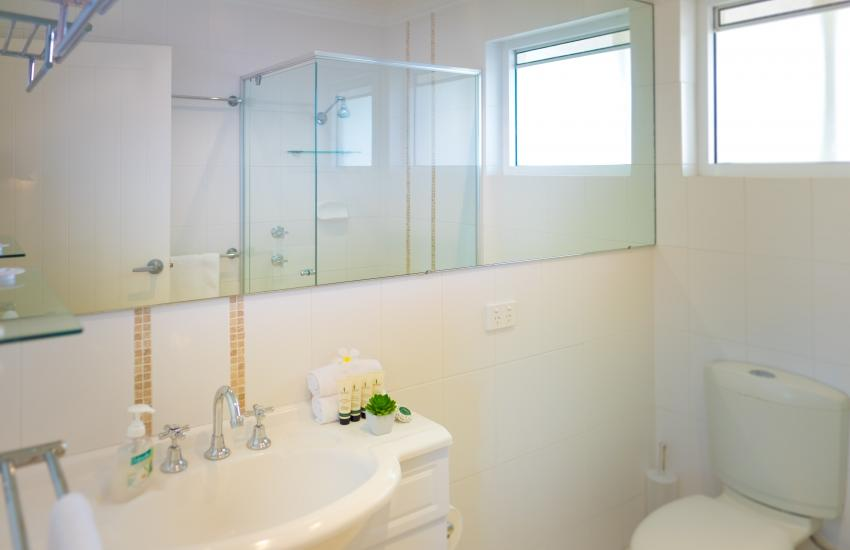 Cottesloe Waters Apartment 8 - Bathroom - holiday accommodation rentals for short term stays in Perth