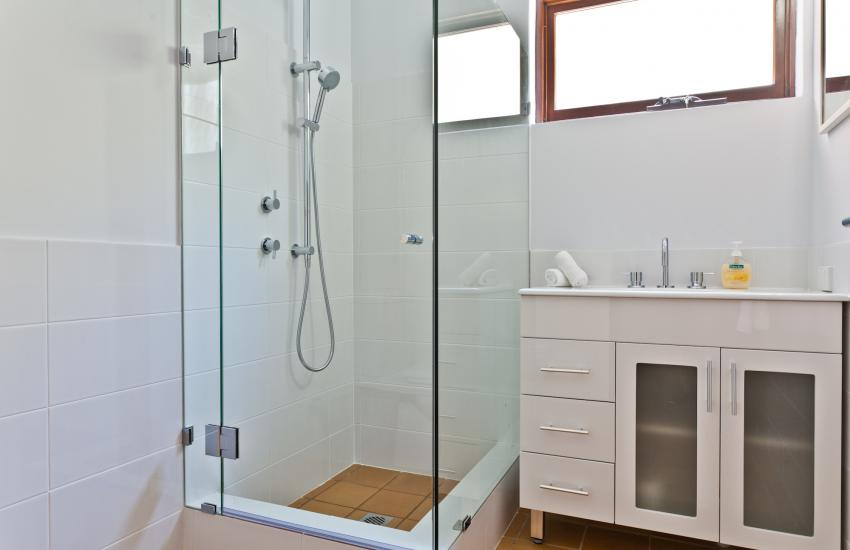 Cottesloe Renaissance Beach House - Bathroom - holiday accommodation rentals for short term stays in Perth