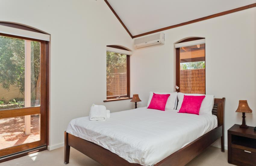 Cottesloe Renaissance Beach House - Bedroom - holiday accommodation rentals for short term stays in Perth