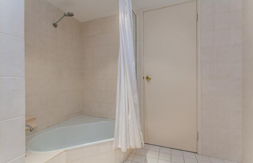 Cottesloe Seaview Apartment - Bathroom - holiday accommodation rentals for short  term stays in Perth