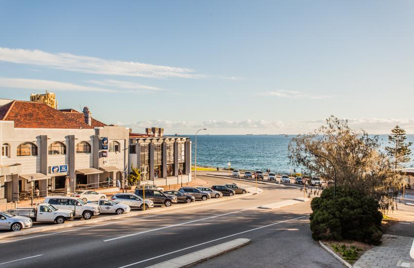 Cottesloe Seaview Apartment - Outdoor Area - holiday accommodation rentals for short  term stays in Perth