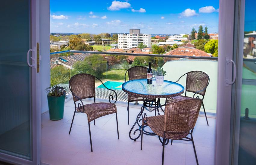Claremont Vogue Apartment - Balcony - holiday accommodation rentals for short term stays in Perth