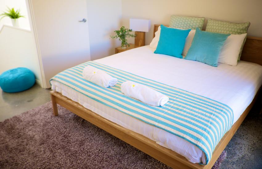 The Cottesloe Artist's Retreat - Bedroom - holiday accommodation rentals for short term stays in Perth
