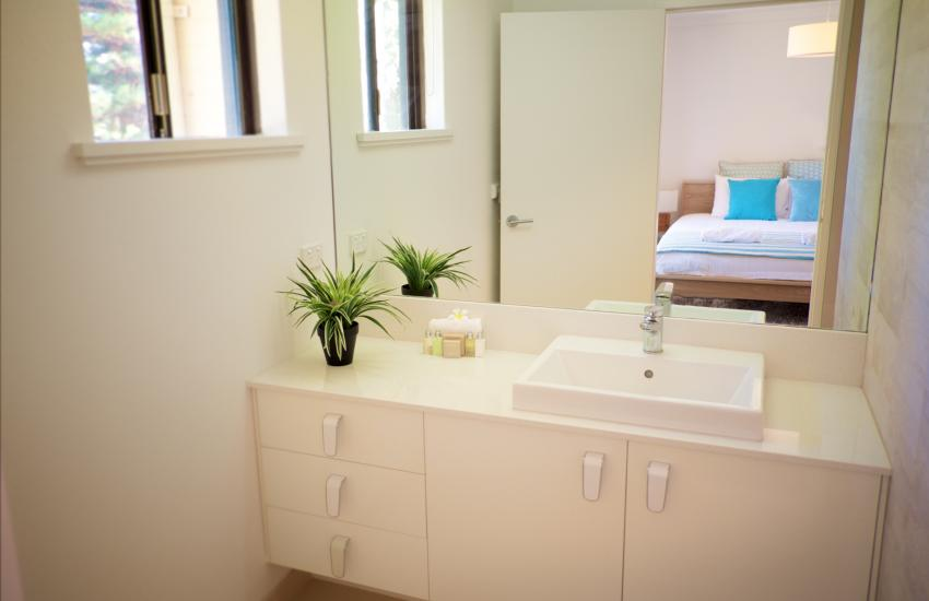 The Cottesloe Artist's Retreat - Bathroom - holiday accommodation rentals for short term stays in Perth