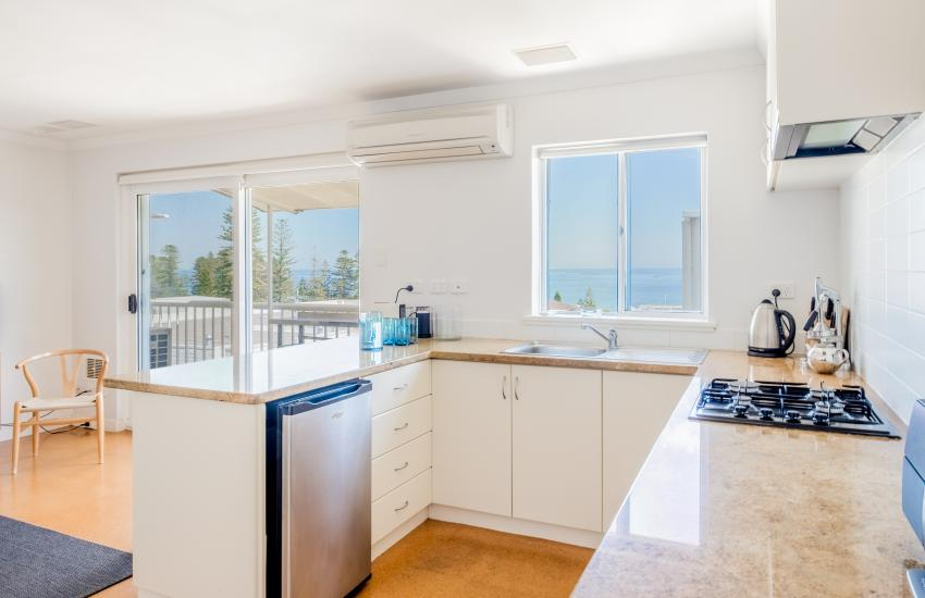 1 bedroom fully furnished apartment, Cottesloe Western Australia - Kitchen