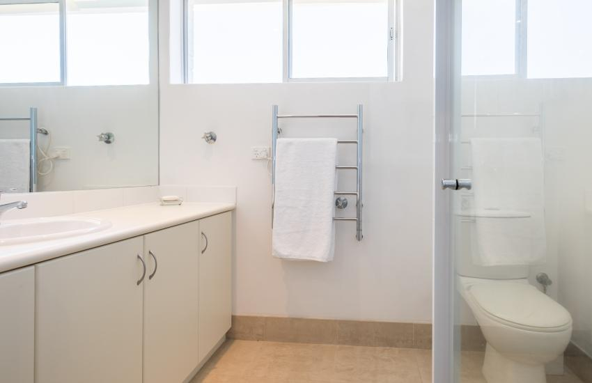 1 bedroom fully furnished apartment, Cottesloe Western Australia - Bathroom
