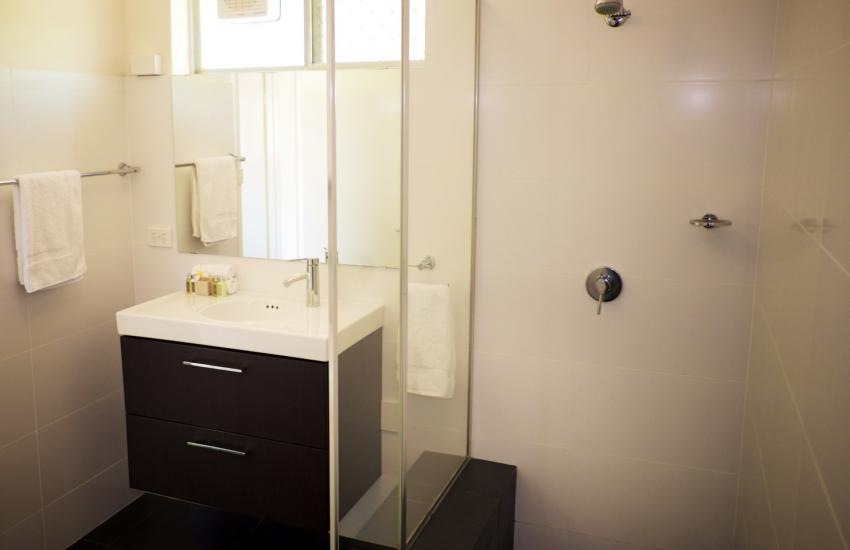 Cottesloe Parkside on the Beach- Bathroom - holiday accommodation rentals for short term stays in Perth