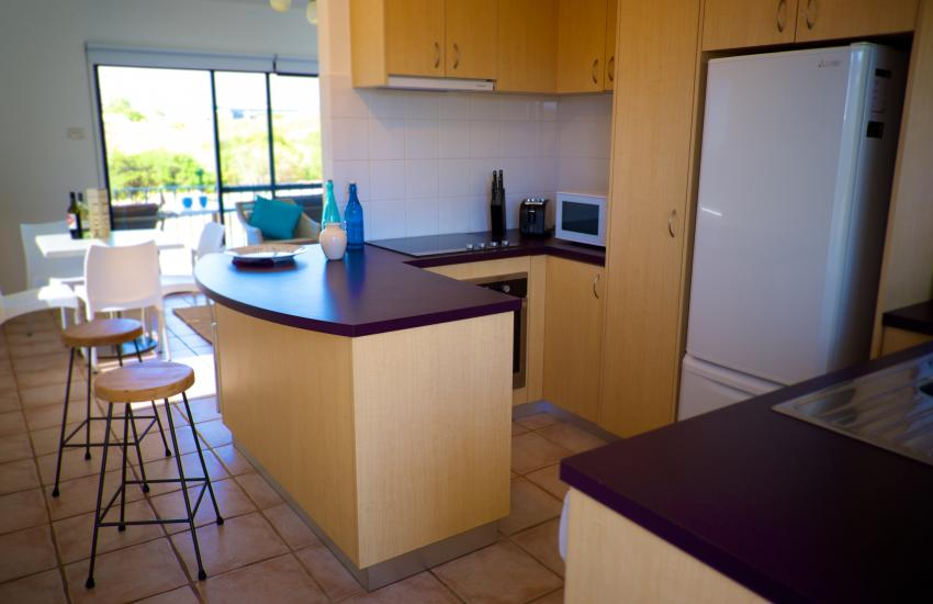 Cottesloe Marine Apartment - Kitchen - holiday accommodation rentals for short term stays in Perth