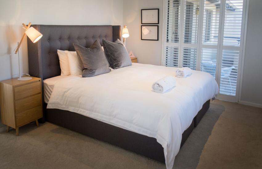 Forrest street Executive Villa - master bedroom - holiday accommodation rentals for short and long stays in Perth