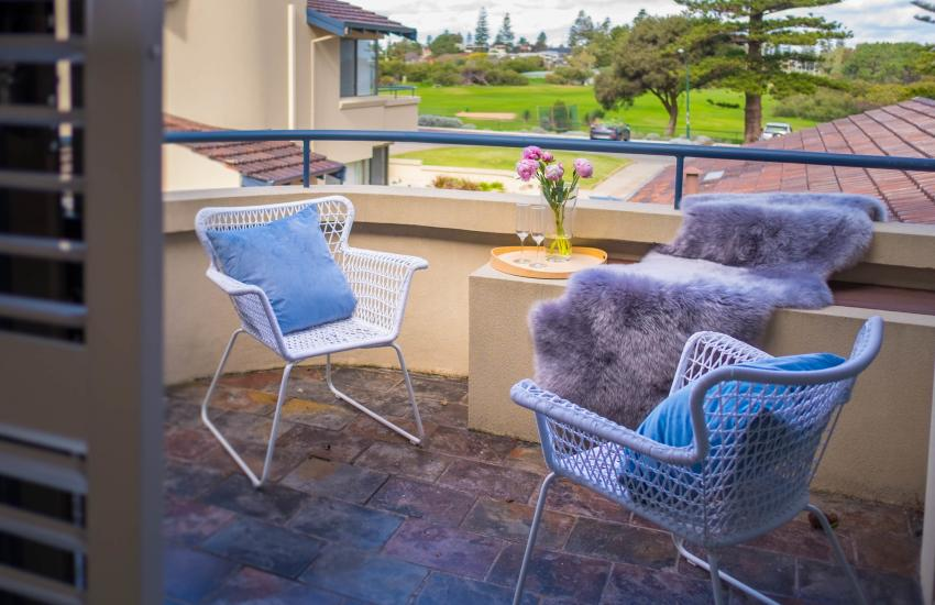 Forrest street Executive Villa - balcony - holiday accommodation rentals for short and long stays in Perth