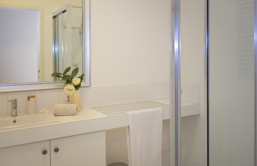 Forrest street Executive Villa - bathroom - holiday accommodation rentals for short and long stays in Perth