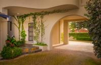 Forrest street Executive Villa - entrance - holiday accommodation rentals for short and long stays in Perth
